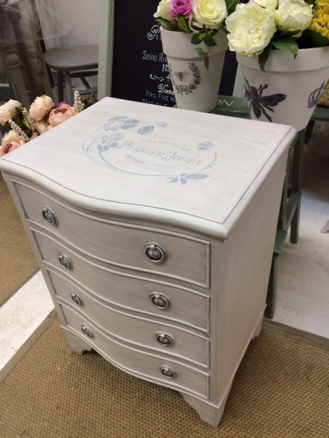 Bedside table small chest of drawers for Small bedside chest of drawers
